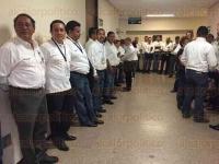 Veracruz, Ver., 28 de julio de 2015.- Un grupo de trabajadores de la Unidad M�dica de Alta Especialidad del IMSS de Veracruz se manifiestan en contra del director, Mario Ram�n Mu�oz. Se estima que son unos 3 mil trabajadores inconformes por el trato que se les da.