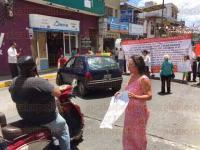 Xalapa, Ver., 28 de julio de 2015.- Miembros del Comit� de vecinos para la defensa del Centro Hist�rico se manifiestan en contra de la ampliaci�n de la calle �rsulo Galv�n; bloquean la vialidad y aseguran que atenta contra su seguridad.