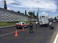 Xalapa, Ver., 28 de julio de 2015.- Camioneta de carga de la empresa Bachoco pierde una llanta sobre la avenida L�zaro C�rdenas con direcci�n a Veracruz, a la altura de casino Big Bola, Polic�a Estatal y Fuerza Civil atienden el percance.