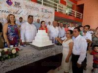 Poza Rica, Ver., 28 de julio de 2015.- En el marco del 156 aniversario de la instauraci�n del Registro Civil en M�xico, se entregaron en este municipio, actas de matrimonio y de nacimiento, beneficiando a 112 parejas y 42 hijos que obtuvieron su registro.