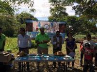 Xalapa, Ver., 29 de julio de 2015.- Integrantes de la asociaci�n civil Efecto Sustentable entregaron credenciales de Guardianes del Agua a habitantes de El Castillo.
