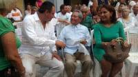 Veracruz, Ver., 29 de julio de 2015.- El compositor yucateco, Armando Manzanero, arrib� al Museo de la Ciudad como invitado de honor al homenaje del m�sico veracruzano Lorenzo Barcelata Castro, donde fue reconocido por su trayectoria art�stica.