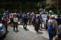 Xalapa, Ver., 30 de julio de 2015.- Habitantes de Xaltenango perteneciente a Coscomatepec se manifiestan en la Secretar�a de Finanzas exigiendo se libere el recurso para concluir el