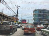 Xalapa, Ver., 30 de julio de 2015.- Lector reporta caos vehicular en la avenida 20 de Noviembre, sem�foros est�n inhabilitados, dice.