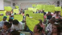 Xalapa, Ver., 31 de julio de 2015.- La regidora perredista, Julia Vel�zquez �valos, sostuvo la noche del jueves una reuni�n de trabajo con el alcalde, Am�rico Z��iga y colonos de diversos puntos de la ciudad que llenaron la sala de Cabildo.