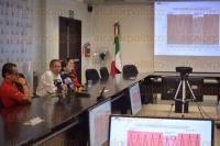 Xalapa, Ver., 31 de julio de 2015.- Jos� Llanos Arias, subdirector de Estudios Atmosf�ricos de la Protecci�n Civil acompa�ado por Jessica Luna y Jazm�n C�rdoba, dijo que continuar� el clima c�lido el fin de semana.