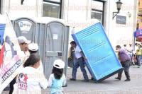 Xalapa, Ver., 31 de julio de 2015.- Fieles a su partido, militantes del Partido Cardenista se re�nen desde temprana hora en la explanada de Plaza Lerdo, esperando la llegada de su presidente Antonio Luna.