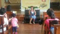 Xalapa, Ver., 31 de julio de 2015.- Paola Cordero Rom�n ley� en voz alta el cuento �Pulgarcito�, de Charles Perrault, donde los ni�os escucharon atentamente y participaron en la narraci�n de la historia.
