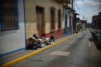 Xalapa, Ver., 31 de julio de 2015.- El coordinador de la Delegaci�n norte de Limpia P�blica, Jorge Armando Morales, exhorta a los ciudadanos a sacar la basura al toque de campana, ya que menciona es una de las causas por las que siempre hay basura en las calles, principalmente en colonias de la periferia.