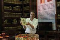 Xalapa, Ver., 31 de julio de 2015.- Presentaci�n del libro �El teatro de papel. La creaci�n del libro Pop Up�, como parte del programa de la Feria Nacional del Libro Infantil y Juvenil, en donde particip� Bruno Fourure.