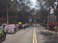 Xalapa, Ver., 31 de julio de 2015.- Enfermeras y ciudadanos marcharon hasta Enr�quez para manifestarse en Plaza Lerdo en contra de la supuesta privatizaci�n del Sector Salud.