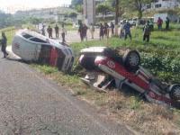 San Andr�s Tuxtla, Ver., 31 de julio de 2015.- La ma�ana de este viernes, sobre la carretera San Andr�s-Santiago Tuxtla, un taxi colision� contra otro, provocando la volcadura de ambos.