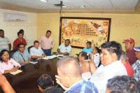 Papantla, Ver., 31 de julio de 2015.- Taxistas adheridos a la COCYP se reunieron con autoridades del Ayuntamiento para discutir sobre el reacomodo sitios de taxis tolerados.