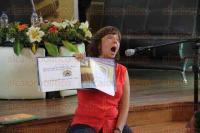 Xalapa, Ver., 1 de agosto de 2015.- Lectura en voz del cuento �Fidencio. Mam� y pap� tambi�n se enojan� a cargo de la autora Fabiola Bra�a, en el sal�n de actos del Colegio Preparatorio de Xalapa.