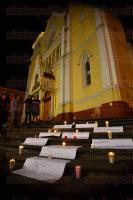Xalapa Ver., 1 Agosto de 2015.- Reporteros, fot�grafos, activistas y amigos del fotoperiodista Rub�n Espinosa, se re�nen en Plaza Lerdo, colocan cartulinas en protesta por su asesinato.
