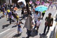 Xalapa, Ver., 2 de Agosto de 2015.- Desfilan por la lectura a ritmo de la Marching Band de Dragones y Halcones, partiendo del parque �Los Berros� hac�a el Colegio Preparatorio de Xalapa.