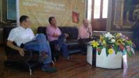 Xalapa, Ver., 2 de agosto de 2015.- En una amena charla y con gran asistencia, se present� el libro