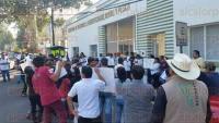 Xalapa, Ver., 3 de agosto de 2015.- Integrantes de la Asociaci�n Xalape�a y la Regi�n de Criadores Porcicultores se manifiestan ante la SEDARPA para exigir apoyos.