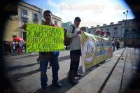 Xalapa, Ver., 3 de agosto de 2015.- Trabajadores de TAMSA se manifiestan en Plaza Lerdo respaldados por integrantes de AC; exigen la liberaci�n de trabajadores que fueron encarcelados por oponerse a Pascual Lagunes, aseguran.