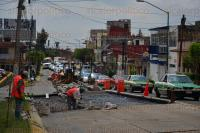 Xalapa Ver., 3 de julio de 2015.- Personal de Obras P�blicas repavimenta varios tramos de la avenida 20 de Noviembre, a la altura de la iglesia �Cruz de la Misi�n�.