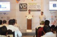 Veracruz, Ver., 3 de agosto de 2015.- En sala de Cabildo el Ayuntamiento present� la Plataforma �Veracruz Ciudad Digital�, para lograr un gobierno municipal m�s eficiente y cercano a los ciudadanos.