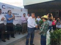 C�rdoba, Ver., 3 de agosto de 2015.- M�s de 16 mil productores de caf� de municipios de la zona centro del Estado, recibieron este lunes apoyos de planta y paquetes tecnol�gicos por parte de la SAGARPA.