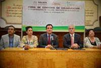Xalapa Ver., 3 de agosto de 2015.- El alcalde Am�rico Z��iga y el director del INECOL Mart�n Aluja oficializaron la colaboraci�n mediante la firma de 3 convenios.