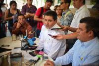 Xalapa, Ver. 4 de agosto de 2015.- El dirigente estatal del PRD, Rogelio Franco Casta�o, en conferencia de prensa, reprob� el asesinato del fotoperiodista Rub�n Espinosa, pidiendo que se haga justicia; aprovech� para mencionar que Veracruz es un estado peligroso para ejercer dicha profesi�n.