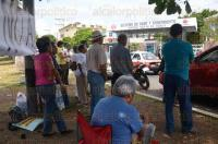 Veracruz, Ver., 4 de agosto de 2015.- Activistas y organizaciones civiles se plantaron afuera de las instalaciones del SAS Metropolitano para protestar por la supuesta privatizaci�n del agua en la zona conurbada y Medell�n de Bravo.