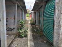 Xalapa, Ver., 4 de agosto de 2015.- Los escasos locatarios que utilizan el tianguis El Moral exigen seguridad, ya que se encuentran en el olvido y a merced de la delincuencia.