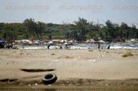 Veracruz, Ver., 4 de agosto de 2015.- Inician ampliaci�n del puerto hacia la zona norte de la ciudad. La escollera poniente presenta mayor avance, mientras que la zona de palapas de la llamada �Playa Norte� contin�a en normalidad, brindando servicios a los visitantes.