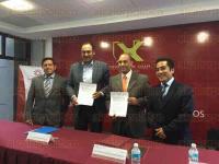 Xalapa, Ver., 4 de agosto de 2015.- Este martes se efectu� la Firma de Convenio entre el Colegio de Contadores P�blicos de Xalapa y la Procuradur�a de la Defensa del Contribuyente (PRODECO) en las instalaciones de la Universidad de Xalapa (UX).