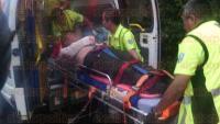 C�rdoba, Ver., 4 de agosto de 2015.- Al llegar en ambulancia a la aeropista a las 21:00 horas, tras administrarle los primeros auxilios e inmovilizarle el brazo derecho por tener fracturada la clav�cula, Maximiliano fue transportado en un helic�ptero hacia la ciudad de Puebla.