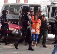 Veracruz, Ver., 27 de agosto de 2015.- Dictan auto de formal prisi�n a Coral Tard�tti Ram�rez, de 19 a�os, y a Felipe Cobos Morales, de 27, por el delito de homicidio doloso calificado en agravio del hijo de la joven, de un a�o y un mes de nacido.