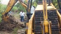 Yanga, Ver., 28 de agosto de 2015.- Desde temprana productores de ca�a del ejido La Concepci�n detuvieron las obras que efect�a la empresa Energ�tica Atoyac, pues no present� permisos de PROFEPA, PC o alguna otra dependencia de gobierno.