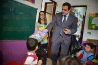 Xalapa Ver., 28 de agosto de 2015.- Visita el alcalde Am�rico Z��iga el CADI que atiende a hijos de periodistas y trabajadores de medios de comunicaci�n afiliados a la APEV. Llev� regalos a los peque�os y recorri� las instalaciones.
