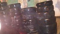 Xalapa, Ver., 28 de agosto de 2015.- Lector env�a fotograf�a para mostrar c�mo luce la colonia Bolivia, en donde vecinos colocan llantas obstruyendo la banqueta.