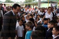 Xalapa, Ver., 28 de agosto de 2015.- Sesi�n solemne de Cabildo xalape�o en la escuela primaria �M�rtires del 28 de Agosto de 1924�, la cual fue presidida por el alcalde Am�rico Z��iga.
