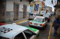 Xalapa, Ver., 29 de agosto de 2015.- Tr�fico complicado se observa en diversas calles del centro de la ciudad, debido a la rehabilitaci�n que efect�a Obras P�blicas del Ayuntamiento.
