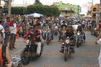 Tecolutla, Ver., 29 de agosto de 2015.- Con gran �xito se present� el primer d�a del �Motofest 2015�, participaron motociclistas de toda la Rep�blica que forman parte de �Navajos Motoclub�; pobladores acudieron a tomarse la tradicional foto con las motocicletas.
