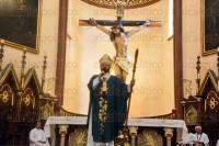 Xalapa, Ver., 30 de agosto de 2015.- El arzobispo Hip�lito Reyes Larios, en el mensaje de la homil�a de este domingo, dijo que el aut�ntico religioso es quien ayuda a los necesitados y que vive honradamente sin abusar de los dem�s.