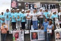 M�xico, D.F., 30 de agosto de 2015.- Decenas de familiares de personas desaparecidas, integrados a la FUNDEM, se manifestaron en el Monumento a Cuitl�huac en avenida Reforma, demandando investigaciones reales por parte de las autoridades para la localizaci�n de sus seres queridos.