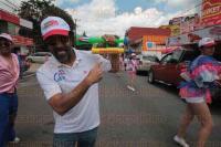 Xalapa, Ver., 30 de agosto de 2015.- Para celebrar los 115 a�os del Barrio de San Bruno, varias bandas y bailarines organizaron un desfile que fue presidido por el coordinador de los festejos Te�dulo Guzm�n.