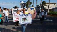 Veracruz, Ver., 30 de agosto de 2015.- La tarde de este domingo familiares de personas desaparecidas en la zona conurbada Veracruz-Boca del R�o realizaron una marcha, partiendo del asta bandera, sobre el bulevar �vila Camacho.