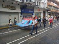 Xalapa, Ver., 30 de agosto de 2015.- Familiares de personas desaparecidas en la Capital marcharon por la calle Enr�quez y llegaron a Plaza Lerdo, en donde se mostraron los rostros y nombres de sus seres queridos.