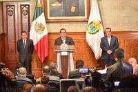 Xalapa, Ver., 31 de agosto de 2015.- El gobernador Javier Duarte de Ochoa ofreci� conferencia de prensa en Sala de Banderas de Palacio de gobierno; fue acompa�ado por el secretario de Gobierno, Flavino R�os Alvarado y el secretario de Turismo, Harry Grappa.