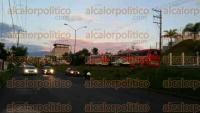 Xalapa, Ver., 1 de septiembre de 2015.- Desde las 7:15 horas, alrededor de 200 personas integrantes del SETSUV se manifestaron en las oficinas del Instituto de Pensiones, originarias de distintos municipios como Coatzacoalcos, Orizaba, Poza Rica, Veracruz entre otros.