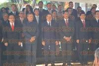 Xalapa, Ver., 1 de septiembre de 2015.- Iniciaron las guardias de honor, este martes en el Parque de Los Berros con el secretario de Gobierno, Flavino R�os Alvarado.
