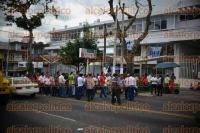 Xalapa, Ver., 1 de septiembre de 2015.- Integrantes del CAP bloquearon un carril de la avenida �vila Camacho, la tarde de este martes, a la altura de la Secretar�a del Trabajo y Previsi�n Social; piden que liberen recursos para el campo.