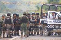 Papantla, Ver., 1 de septiembre de 2015.- Cerca de las 14:30 horas ocurri� un enfrentamiento entre polic�as y desconocidos, frente al puente de Santa �gueda, hasta donde acudieron cuerpos policiacos y de emergencia; la utopista Tuxpan-Tihuatl�n estuvo cerrada por m�s de una hora.